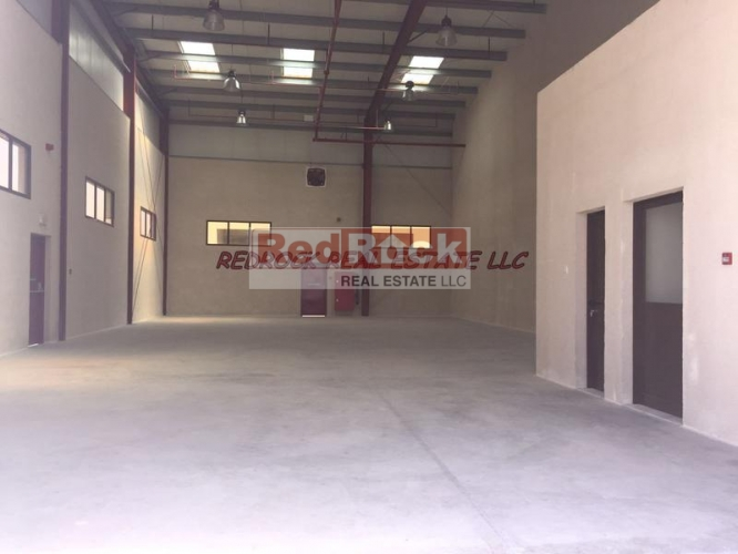 Ras Al Khor 2800 Sqft Warehouse with Office, Washroom & Pantry @Aed 140,000/Yr
