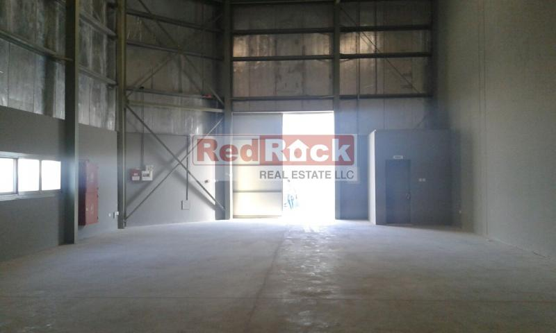 Road Facing 2300 Sqft Warehouse in DIP for Aed 175,000/Yr