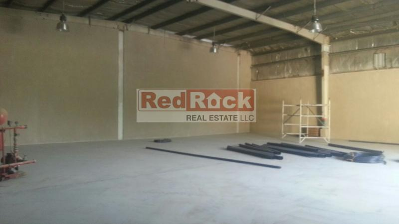 200KW Power Independent 5000 Sqft Commercial Cum Industrial Warehouse