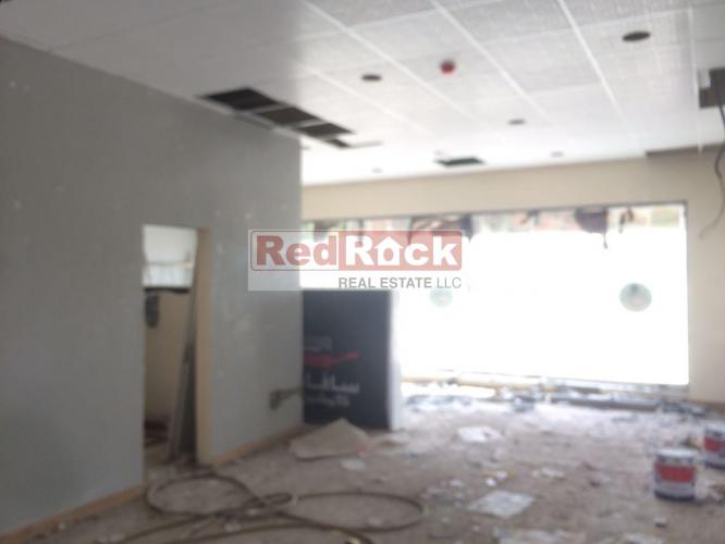 856 Sqft Shop Great Location in DIP for Aed 150,000/Yr