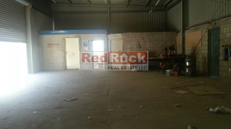 Al Quoz 1800 Sqft Warehouse Ideal for Building Materials for Aed 99,000/Yr