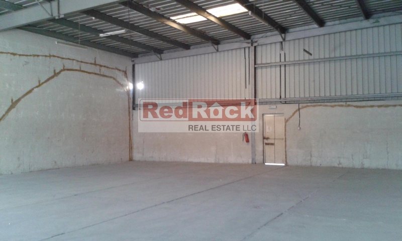 3500 Sqft Neat & Clean Warehouse in Umm Ramool for Aed 150,000/Yr