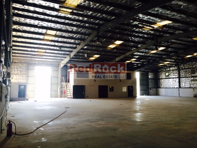 Al Jadaf 10000 Sqft Insulated Commercial Warehouse for Aed 380,000/Yr