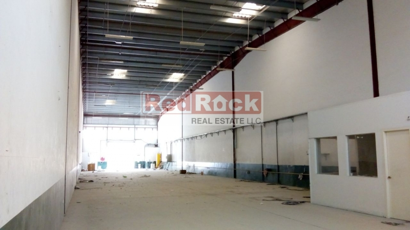 Good for Joinery 6,994 Sqft Insulated Warehouse in DIP