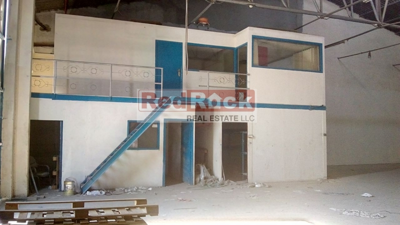 Al Quoz Excellent for Carpentry or Garage 3900 Sqft with Office