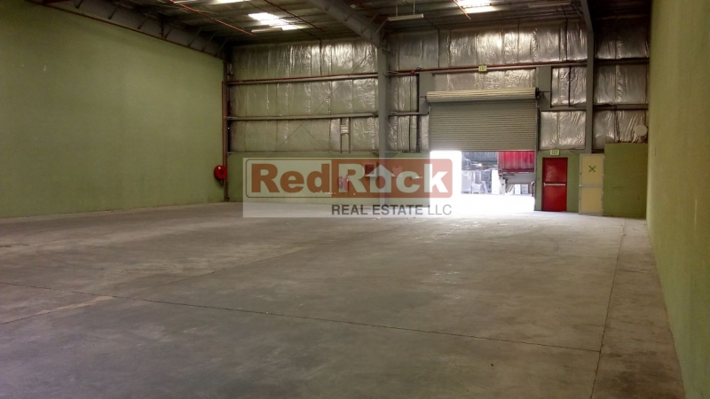 Corner 4755 Sqft Clean Warehouse with Huge Parking in DIP for Aed 140,000/Yr