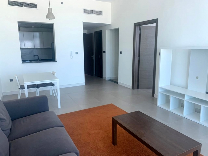 Bright 1 Bedroom Apartment | Prime location | Sale