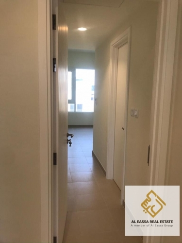 Spacious 2 bedroom / on the park