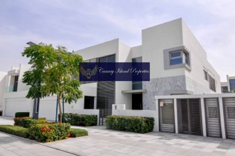 Price Decreased ! 6 Bed WaterFront View!