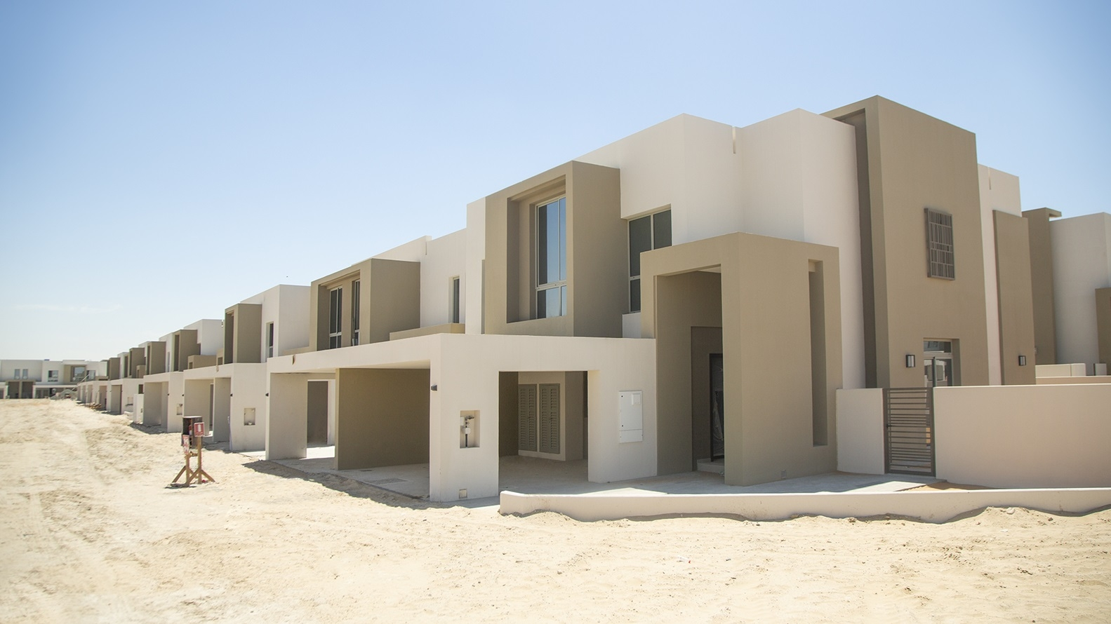1 bed on GF  20mins Downtown  BY EMAAR