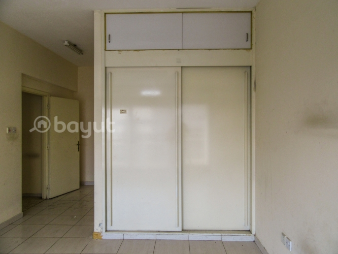 SPACIOUS 3 BHK FLAT  IN DAMASCUS STREA AREA