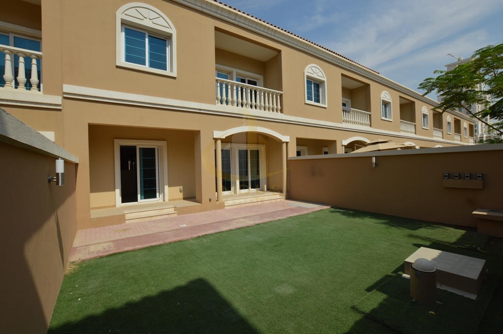 Private Garden | 2BR+M Nakheel TH | Vacant on Transfer Main image