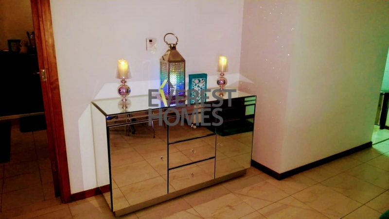 huge 1bhk beautifull furnished near metro sqft 800 with store room just 49k
