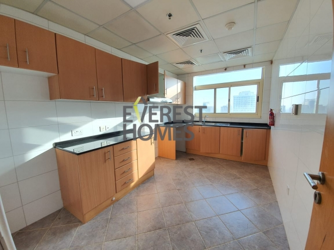 Only Family Building + Ensuite (Attached) Bathrooms + Closed Kitchen Style + Lake View