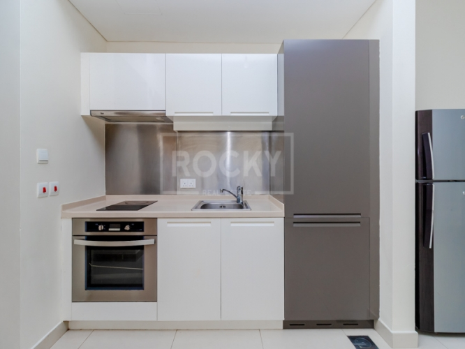 Studio | Equipped Kitchen | Boulevard View